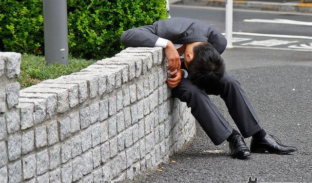 Drunk-Japanese-Salarymen-Failed-at-Getting-Home-0027