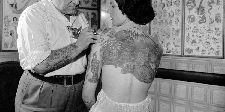 Tattooist Tattooing